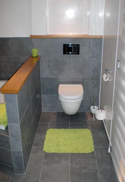 ... 1 Kinderbadezimmer, 1 Gäste WC, Küchenanschlüsse, Anschlüsse  Hauswirtschaftsraum Wandgestaltung Der Bäder In Zusammenarbeit Mit Der  Malermeisterfirma ...